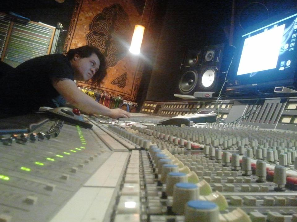 Rock-n-Roll.biz - Oliver Palomares - Recording Engineer